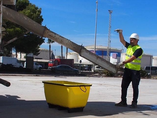 Kunststoffmörteltank Seine Hauptnutzung ist den bequemen Transport von Baumaterialien wie Mörtel, Sand oder Kies, unter anderem.