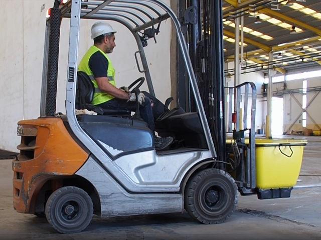 Kunststoffmörteltank Man kann unseren Kunststoffmörtekübel auch mit Abstellfüsse bestellen. Diese dienen dem leichten Transport auf dem Gapelstapler.