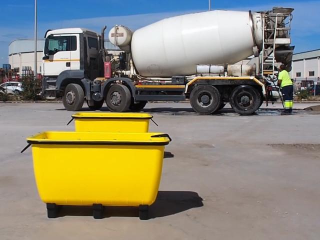 ITM Construccion fabriziert einen Kunststoffmörteltank aus Polyethylen, der zum bequemen Transport, unter anderem, von Mörtel, Sand oder Kies dient.